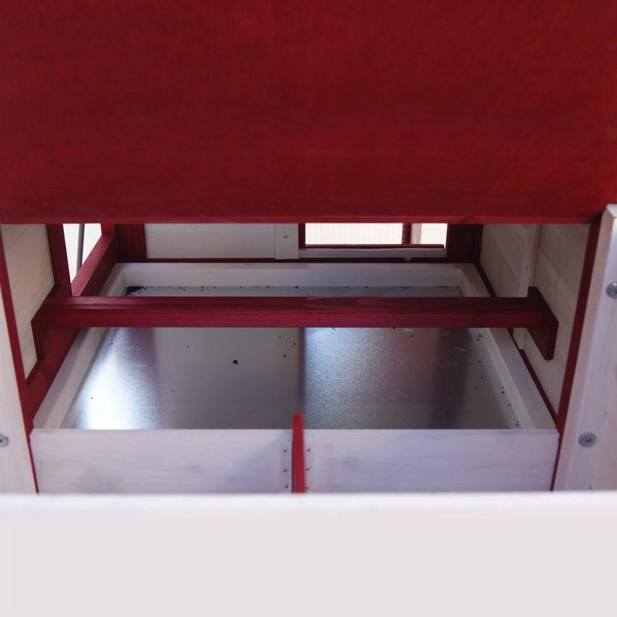 inkl. Sitzstange im Stall