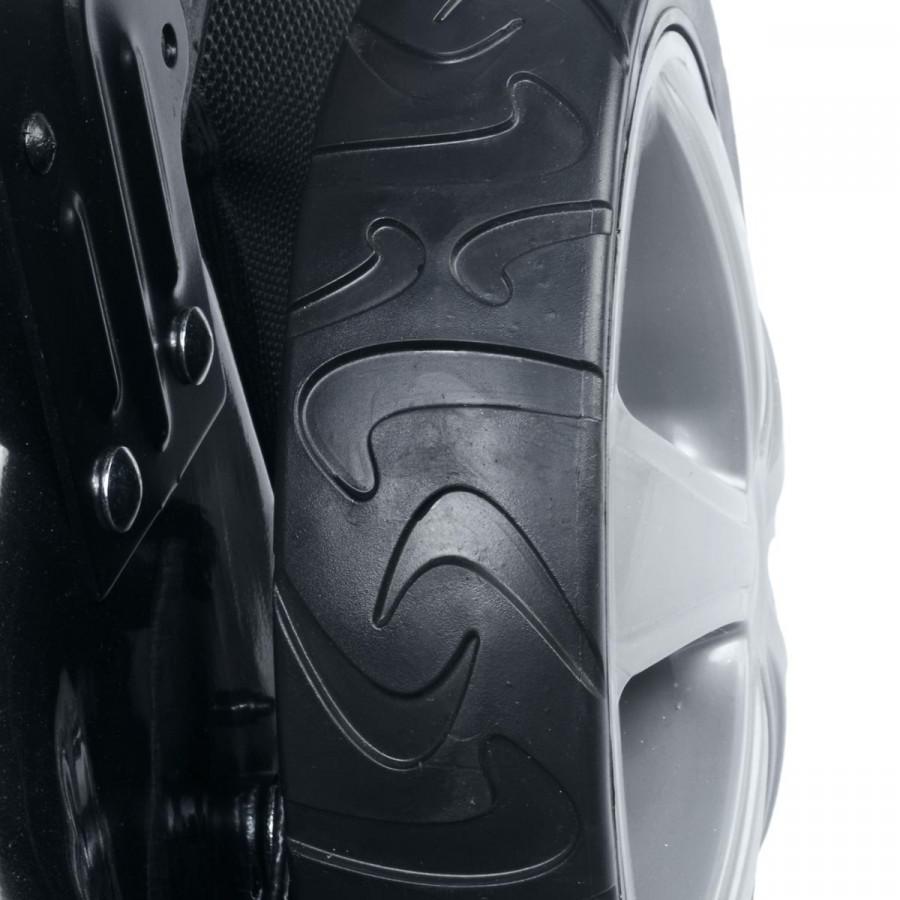 mit Anti-Rutsch-Reifenprofil