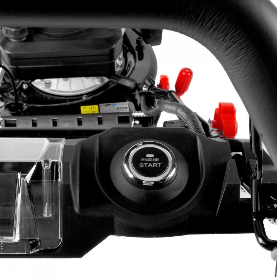 Elektrostart-System im Cockpit: Einfach Anlasserknopf drücken und schon startet der Motor