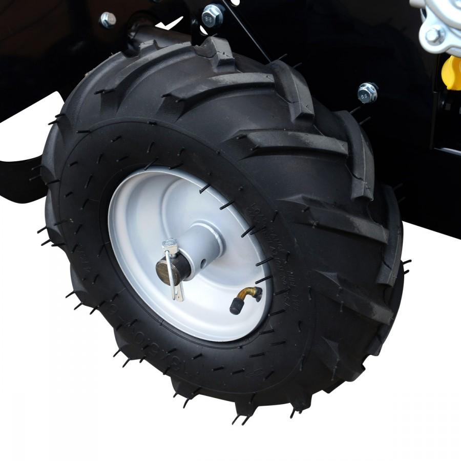 große, luftbefüllte 33cm-Räder mit großer Profiltiefe, ideal auch für unwegsames Gelände