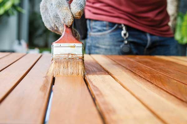 Gartenmöbel Holz renigen