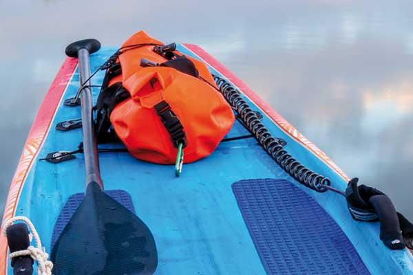 SUP Board mit PAddel und Dry Bag