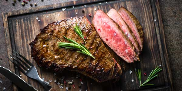 frisch gegrilltes Steak vom Hochtemperaturgrill